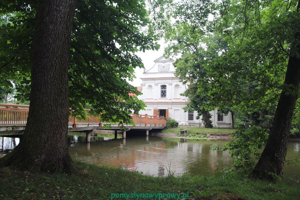 zwierzyniec kościół na wodzie