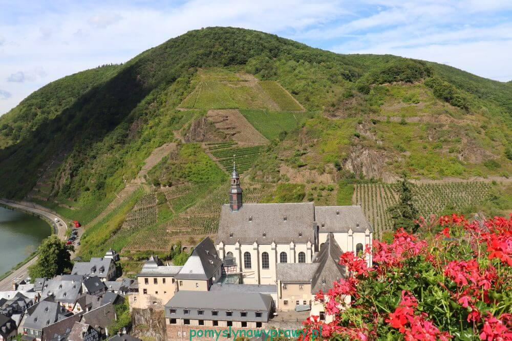 widok z zamku Metternich w Belstein